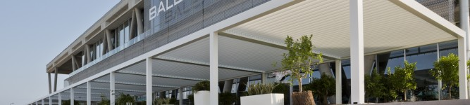 Baleària Port instala pérgolas bioclimáticas en sus terrazas