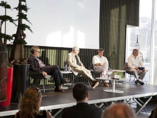 (Español) Más de 100 personas asisten a la tertulia 'Pensando la empresa'