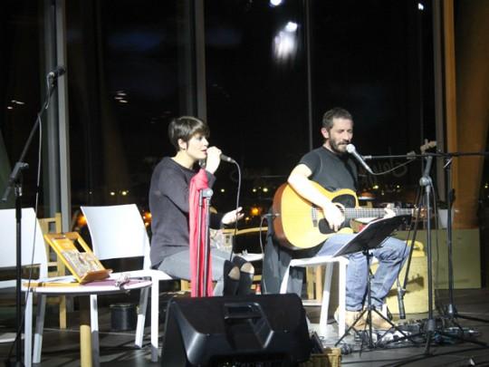 (Español) Un centenar de personas disfrutaron del concierto de Borja Penalba y Mireia Vives