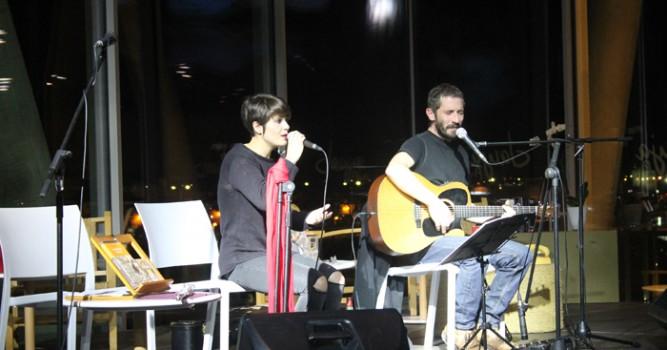 Un centenar de persones van gaudir del concert de Borja Penalba i Mireia Vives