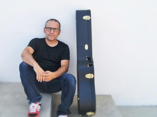 (Español) Bertomeu presenta su nuevo trabajo, 'Collita i llaurador', en Baleària Port