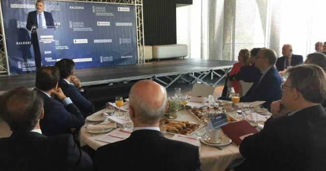 Utor reclama reinvertir els ingressos del port de Dénia en millors connexions
