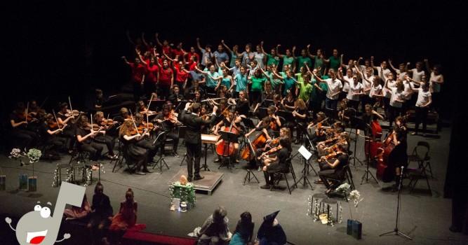 Baleària Port acull un concert de Nadal de l'Orquestra Simfònica Infantil Scordae i una actuació del Circ La Llum