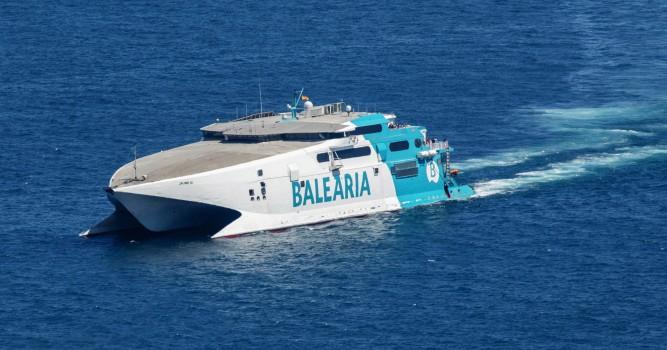 Baleària refuerza estas Navidades la ruta Dénia-Ibiza con el buque de alta velocidad 'Jaume III'